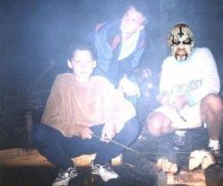 s pomalovaným kamarádem u ohníèku