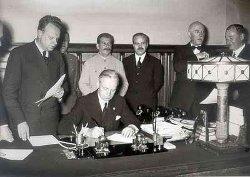 Podpis paktu Molotov-Ribbentrop